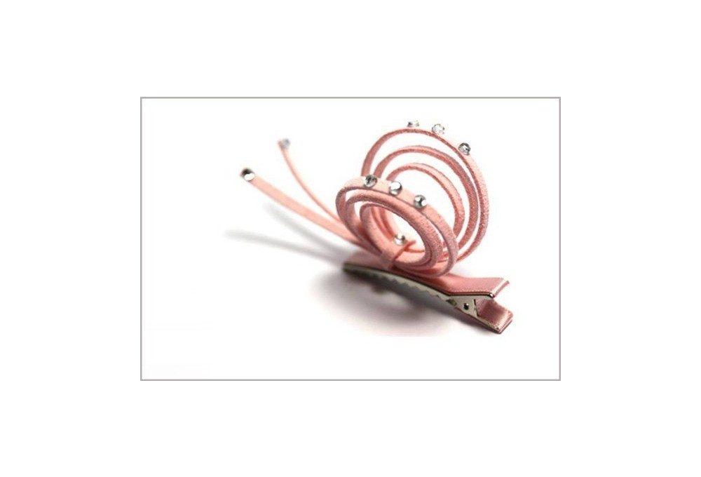 Пример использования замшевого шнура на заколке